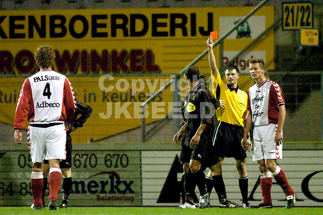 emmen - helmond sport gouden gids divisie seizoen 2004-2005 05-11-2004  sergio van dijk krijgt rood van arbiter liesveld