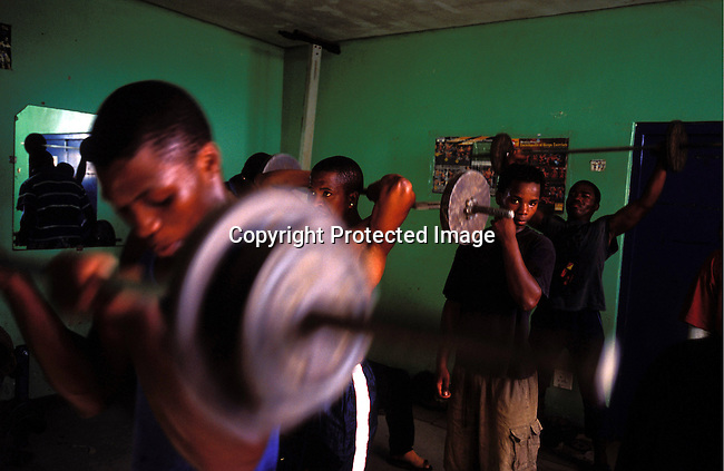 dispgen00002.Digital. Sport. General. Weightlifting. Men lifting weights in a Gym on November 3, 2003 in Site C, Khayelitsha, South Africa. Lifestyle, health and fitness. .©Per-Anders Pettersson/iAfrika Photos