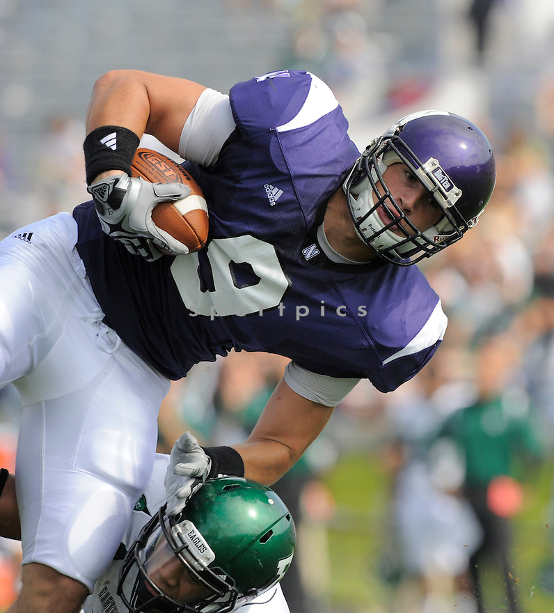 DRAKE DUNSMORE, of the  University of Northwestern Wildcats, in action during the Wildcats game against the Eastern Michigan Eagles in Evanston, IL, on September 12, 2009.  Northwestern win 27-24.