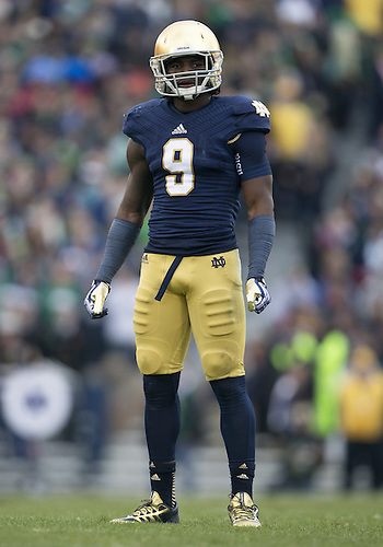 November 02, 2013:  Notre Dame linebacker Jaylon Smith (9) during NCAA Football game action between the Notre Dame Fighting Irish and the Navy Midshipmen at Notre Dame Stadium in South Bend, Indiana.  Notre Dame defeated Navy 38-34.