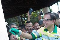 SAO PAULO,SP, 04.02.2017 - JOAO-DORIA - O prefeito Joao Doria durante limpeza, manuntenção e zeladoria da Praça Felisberto Fernandes da Silva no bairro de São Mateus na regiao leste da cidade São Paulo neste sabado,04 (Foto: Ale Meirelles/ Brazil Photo Press)