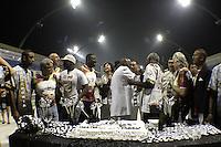 SÃO PAULO, SP, 05 JANEIRO DE 2013 -MESTRE TADEU ESCOLA DE SAMBA VAI-VAI - Mestre Tadeu da  Vai Vai comemora aniversario junto integrantes e amigos  da escola e o Maestro Joao Carlos Martins durante os ensaios tecnicos  desse sabado, 05, no Sambodromo do Anhembi, em Sao Paulo, em preparacao para o Carnaval 2013. FOTO LOLA OLIVEIRA - BRAZIL PHOTO PRESS