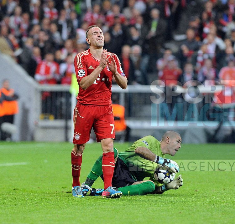 Franck RIBERY (FC Bayern Muenchen) verzweifelt in dieser Szene an Victor VALDES #1 (FC Barcelona)