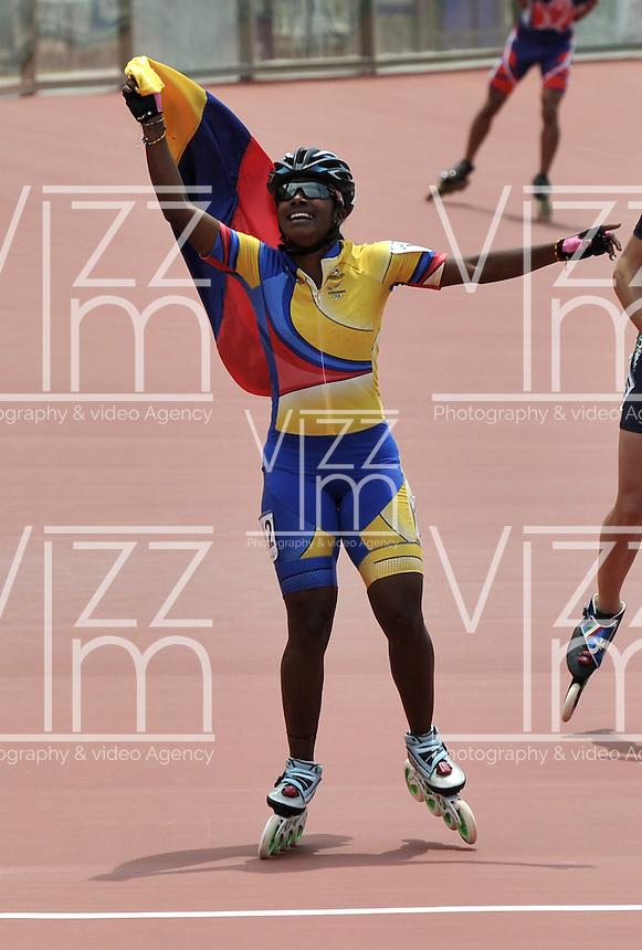 CALI - COLOMBIA - 01-08-2013: Jersy Puello de Colombia gana medalla de oro en la prueba de los 500 metros mayores damas en los IX Juegos Mundiales Cali, agosto 1 de 2013. (Foto: VizzorImage / Luis Ramirez / Staff). Jersy Puello from Colombia won the gold medal in the 500 metros senior ladies the IX World Games Cali, August 1, 2013. (Photo: VizzorImage / Luis Ramirez / Staff).