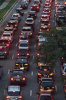 SAO PAULO, 08 DE MARCO DE 2013 - TRANSITO SP - Transito intenso na Avenida Pompeia, no fim da tarde desta sexta feira, 08, regiao oeste da capital. (FOTO: ALEXANDRE MOREIRA / BRAZIL PHOTO PRESS)
