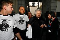 Napoli ( Piazza Dante ) 23/02/08 : Peppe Grillo alla protesta de 'Il Giorno del rifiuto' protesta dei cittadini contro la condizione di estremo degrado in cui versano Napoli e tanti comuni Campani Roberto Fico presidente camera dei Deputati, in immagini d'archivio