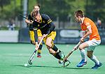BLOEMENDAAL - Jelle Galema (Den Bosch) met Thierry Brinkman (Bldaal)   tijdens de hoofdklasse competitiewedstrijd hockey heren,  Bloemendaal-Den Bosch (2-1) COPYRIGHT KOEN SUYK
