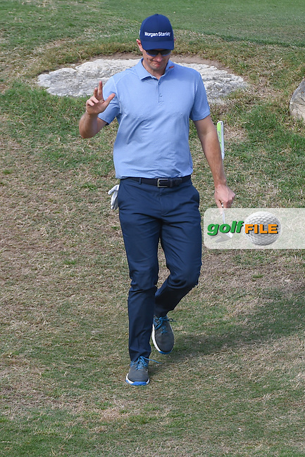 Justin Rose (GBR) waves to the crowd as he arrives at the green on 11 during day 3 of the WGC Dell Match Play, at the Austin Country Club, Austin, Texas, USA. 3/29/2019.<br /> Picture: Golffile   Ken Murray<br /> <br /> <br /> All photo usage must carry mandatory copyright credit (© Golffile   Ken Murray)