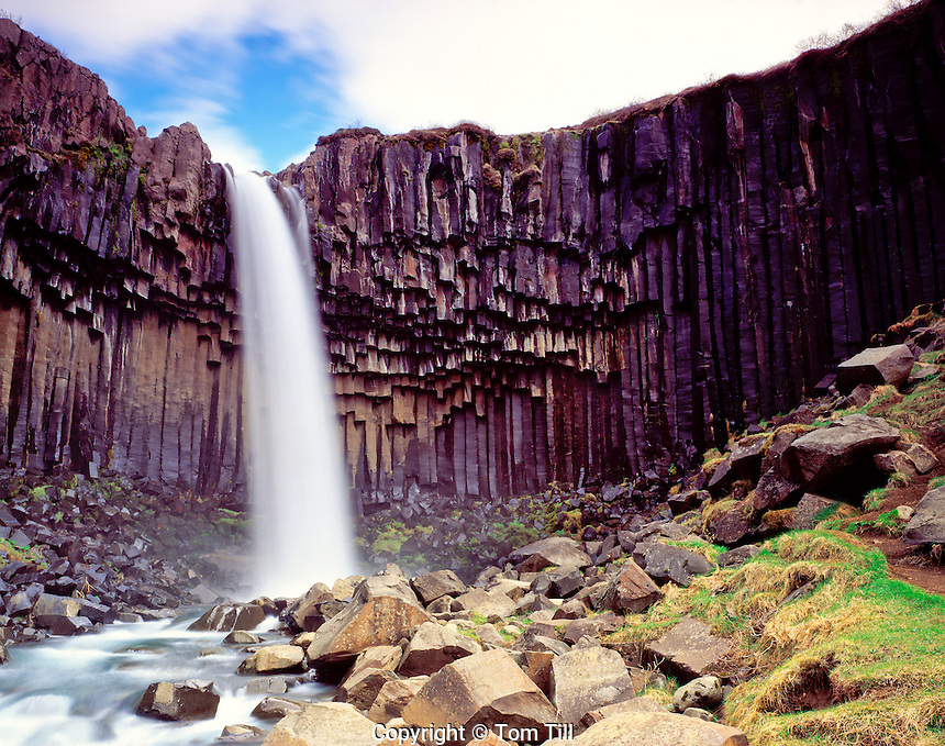 Svartifoss Falls Skaftafell National Park, Iceland North Atlantic Ocean May Columnar basalt rocks 45 V ICI
