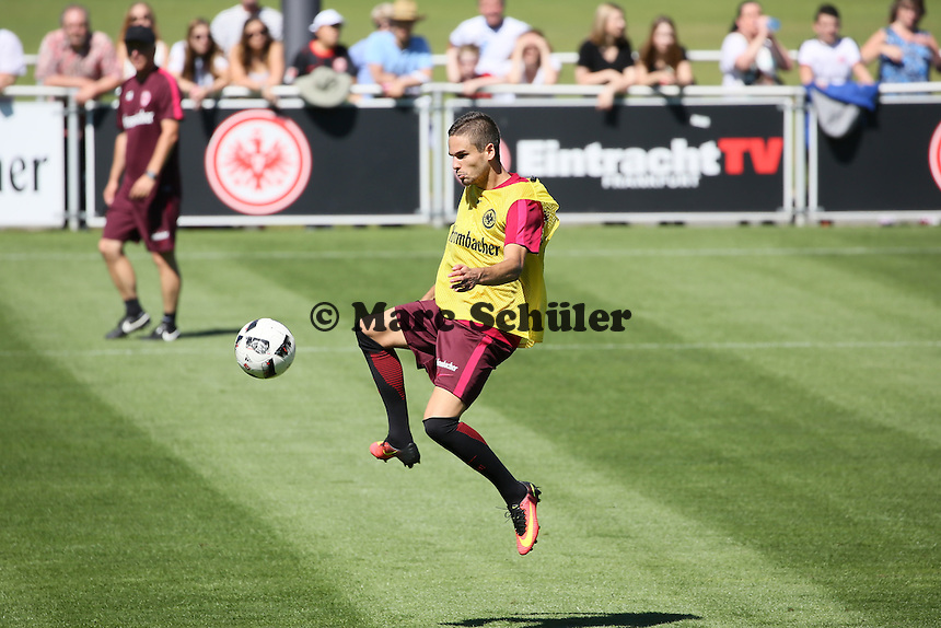 Mijat Gacinovic (Eintracht Frankfurt) - Eintracht Frankfurt Training, Commerzbank Arena