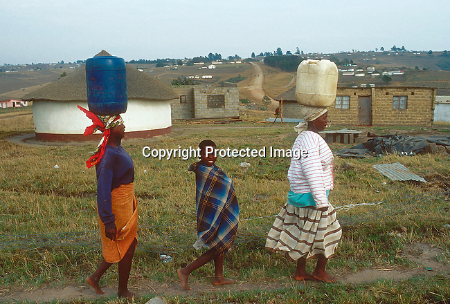 EIWATER21078.Environmental issues.  Water.  Nbemi.  Margerette Shenge (striped shirt), a 36 year old infected by AIDS and mother of four, fetches water with her children..©Per-Anders Pettersson/iAfrika Photos