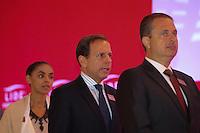 """SAO PAULO, SP, 28.04.2014 - LIDE / ALMOCO-DEBATE - EDUARDO CAMPOS E MARINA SILVA - (E/D) A ex ministra Marina Silva, o presidente do LIDE Joao Doria Jr. e o ex governador de Pernambuco e pre-candidato a presidência da Republica pelo PSB, Eduardo Campos durante Almoço-Debate """"Um Programa de Governo para o Brasil"""". promovido pelo LIDE (Grupo de Líderes Empresariais) no Hotel Hyatt em São Paulo, nesta segunda-feira, 28. (Foto: Vanessa Carvalho / Brazil Photo Press)."""