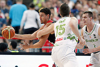 Slovenia's Alen Omic (c) and Klemen Prepelic (r) and USA's Klay Thompson during 2014 FIBA Basketball World Cup Quarter-Finals match.September 9,2014.(ALTERPHOTOS/Acero)