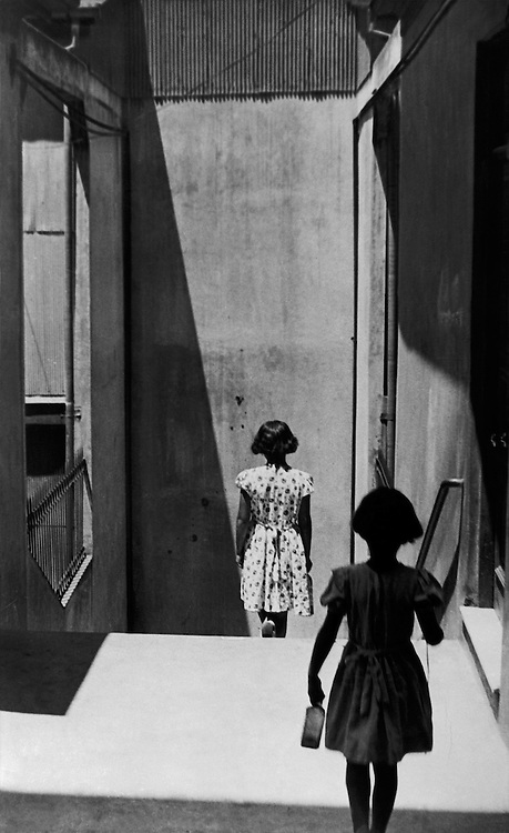 Sergio Larrain<br /> Passage Bavestrello, Valparaiso, Chili, 1952. <br /> &copy; Sergio Larrain/Magnum Photos<br /> -----<br /> Sergio Larrain<br /> Passage Bavestrello, Valparaiso, Chile, 1952.<br /> &copy; Sergio Larrain/Magnum Photos