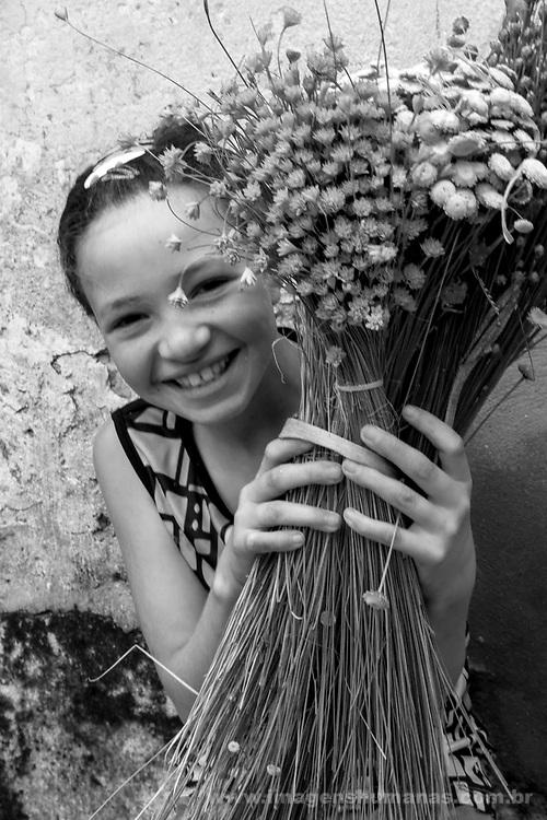 Popula&ccedil;&otilde;es Tradicionais de apanhadores de flores Sempre Vivas situadas na Serra do Espinha&ccedil;o em Diamantina, Minas Gerais.<br /> Popula&ccedil;&otilde;es atingidas pela implanta&ccedil;&atilde;o do Parque Nacional das Sempre Vivas, Parques Estaduais e Unidades de Conserva&ccedil;&atilde;o.<br /> Comunidade Galheiros, composta por apanhadores de flores sempre vivas que realizam a comercializa&ccedil;&atilde;o de produtos artesanais feitos com flores nativas. A atividade &eacute; a principal fonte de renda da comunidade<br /> vanessa cristina borges