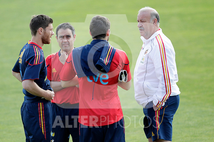 MADRID (25/05/09).- The Spanish Soccer national training session.  Vicente del Bosque, Xabi Alonso and Iker Casillas...PHOTO: Cesar Cebolla / ALFAQUI