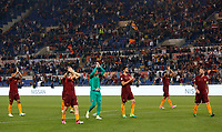 Calcio, Serie A: Roma vs Juventus. Roma, stadio Olimpico, 14 maggio 2017. <br /> Roma's players greet fans at the end of the Italian Serie A football match between Roma and Juventus at Rome's Olympic stadium, 14 May 2017. Roma won 3-1.<br /> UPDATE IMAGES PRESS/Riccardo De Luca