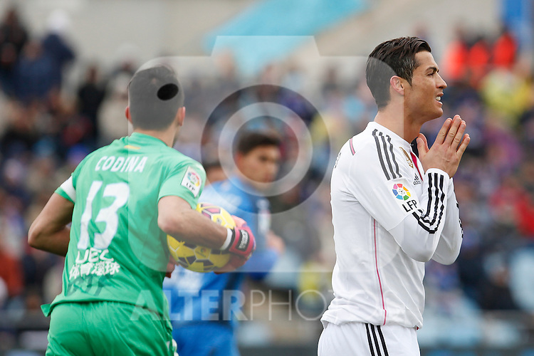 Getafe´s goalkeeper Codina (L) and Real Madrid´s Cristiano Ronaldo  during La Liga match at Coliseum Alfonso Perez stadium  in Getafe, Spain. January 18, 2015. (ALTERPHOTOS/Victor Blanco)