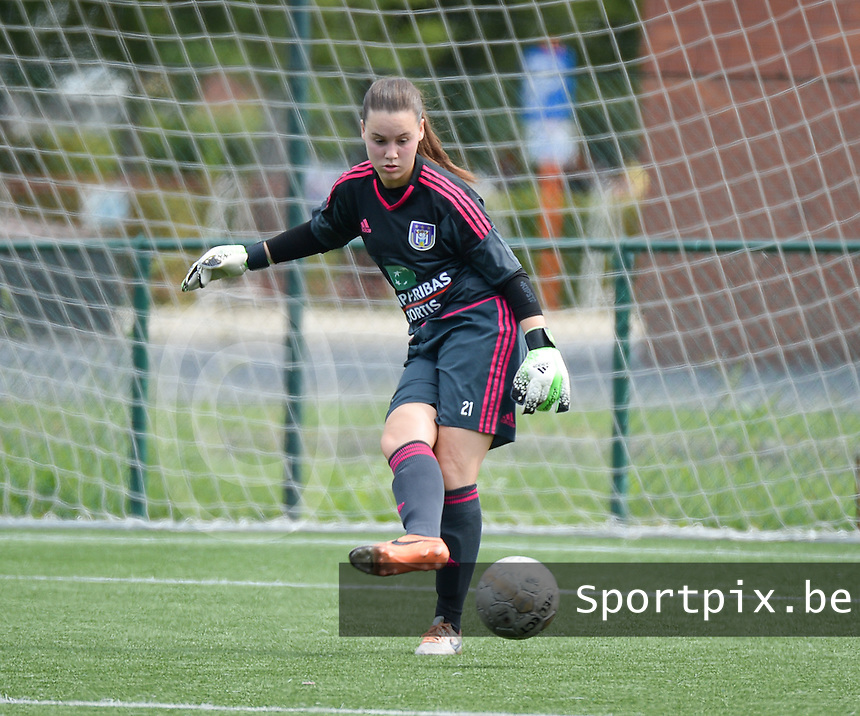 20150808 - ZULTE , BELGIUM : Anderlecht's goalkeeper Ines Fernandez Gonzales pictured during a friendly soccer match between the women teams of Zulte-Waregem and RSC Anderlecht  , during the preparations for the 2015-2016 SUPERLEAGUE season, Saturday 8 August 2015 . PHOTO DAVID CATRY