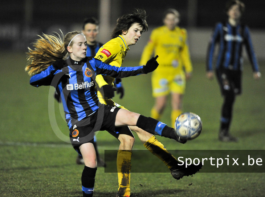 Club Brugge Dames - WB Sinaai Girls : duel tussen Silke Demeyere en Lieselot Praet.foto DAVID CATRY / Vrouwenteam.be