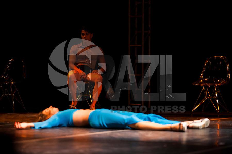 SÃO PAULO, SP, 18 DE MAIO DE 2013 - VIRADA CULTURAL - CIA FOCUS DE DANÇA- A Companhia Focus de Dança, foi uma das atrações da Virada Cultural 2013, no palco das artes, instalado no centro da cidade, neste sabado (18). FOTO RICARDO LOU/BRAZIL PHOTO PRESS.
