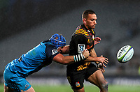 Aaron Cruden of the Chiefs passes during the Super Rugby Match between the Blues and the Chiefs at Eden Park in Auckland, New Zealand on Friday, 26 May 2017. Photo: Simon Watts / www.lintottphoto.co.nz