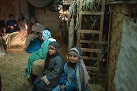 """Il Presepe vivente di Specchia, organizzato a cura del Comune di Specchia, della Parrocchia della Presentazione della Vergine Maria e dell'Associazione Culturale Sportiva """"Eugenia Ravasco"""" Onlus, è uno dei presepi viventi salentini più visitati durante le festività natalizie. La scenografia è il borgo antico, risalente al XVI secolo, considerato uno dei borghi più belli d'Italia. Nel presepe vivente di Specchia il borgo si fonde con costumi e tradizioni dell'epoca tenute in vita ancora oggi: gli antichi mestieri rinascono nella naturale ambientazione del tempo, nei costumi ritrovati, nei colori di una sceneggiatura teatrale che richiama un tempo ormai passato. Il percorso attraversa le antiche corti, entra nelle case che vengono offerte al pubblico per l'occasione nel loro antico splendore, i vicoli sono illuminati da fiaccole ritrovate che riportano la medesima luce del tempo. L'itinerario parte da via Ferrante Gonzaga, per poi proseguire in via Gongolicchio, attraversando via Corte dei Fiori per arrivare in Via Mura di Ponente, l'antico confine del paese. Sono 250 i figuranti che creano le scene di vita quotidiana, le botteghe animate da artigiani (cestai, fabbri, muratori). In Piazza del Popolo, all'interno del Castello Risolo la Natività conclude il percorso e la rappresentazione."""