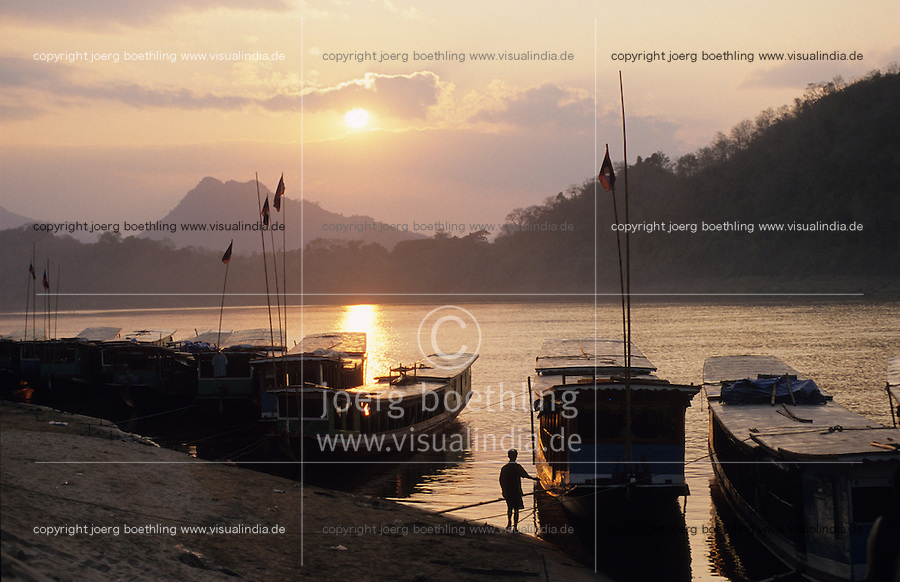"S?dostasien Asien Indochina Laos Mekong Region Luang Prabang .Menschen und Boote am Abend am Mekong Fluss  -  Tourismus Transport xagndaz | .South East Asia Indochine Laos .people and boats at Mecong river in Luang Prabang - tourism transport  .| [ copyright (c) Joerg Boethling / agenda , Veroeffentlichung nur gegen Honorar und Belegexemplar an / publication only with royalties and copy to:  agenda PG   Rothestr. 66   Germany D-22765 Hamburg   ph. ++49 40 391 907 14   e-mail: boethling@agenda-fototext.de   www.agenda-fototext.de   Bank: Hamburger Sparkasse  BLZ 200 505 50  Kto. 1281 120 178   IBAN: DE96 2005 0550 1281 1201 78   BIC: ""HASPDEHH"" ,  WEITERE MOTIVE ZU DIESEM THEMA SIND VORHANDEN!! MORE PICTURES ON THIS SUBJECT AVAILABLE!!  ] [#0,26,121#]"