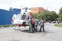S&Atilde;O PAULO, SP, 08/01/2012, PESSOA EM RIO.<br /> <br />  Um homem aparentando ter 60 anos, foi achado na manh&atilde; de hoje(08) caido dentro de um corrego que fica na R. Arari Leite no bairro da V. Maria.<br />  Segundo os bombeiro ele estava semi n&uacute;, algumas escoria&ccedil;&otilde;es, pelo estado da vitima, deveria estar dentro da &aacute;gua h&aacute; no minimo 10 horas.<br />  Ele foi socorrido com um quadro grave de hiportemia pelo helicoptero &Aacute;guia da PM ao Hospital das Clinicas.<br />  <br />  Luiz Guarnieri/ News Free.