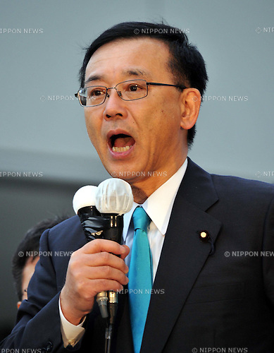 May 31st, 2011, Tokyo, Japan - Sadakazu Tanigaki, president of the Japans main opposition Liberal Democratic Party, addresses a crowd in a street campaign attempting to oust Prime Minister Naoto Kan in Tokyos Yurakucho area on Tuesday, May 31, 2011. LDP lawmakers are organizing a bid to submit a non-confidence motion against embattled Kan in the lower house of the Diet, parliament, in protest against his poor handling of post-disaster reconstruction efforts and nuclear crisis. (Photo by Natsuki Sakai/AFLO) [3615] -mis-