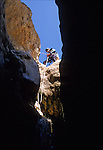 Canyonisme (canyoning : descente de canyon)  dans la région Sierra de Guara. Province de l'Aragon; Espagne. Europe..Climbing (canyoneering) in Sierra de Guara. Aragon county. Spain. Europe.