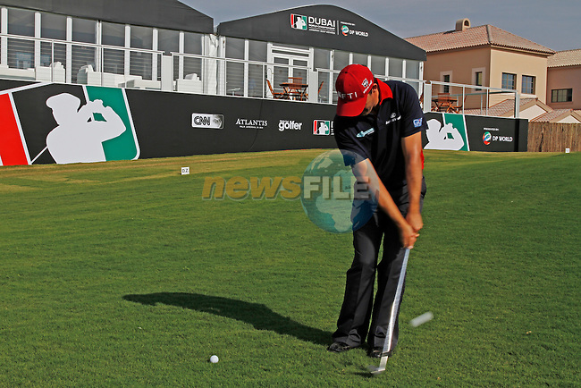 Padraig Harrington chips onto the 18th green during practice day at the Dubai World Championship in Jumeirah Golf Estates, Dubai  UAE, 17th November 2009 (Photo by Eoin Clarke/GOLFFILE)