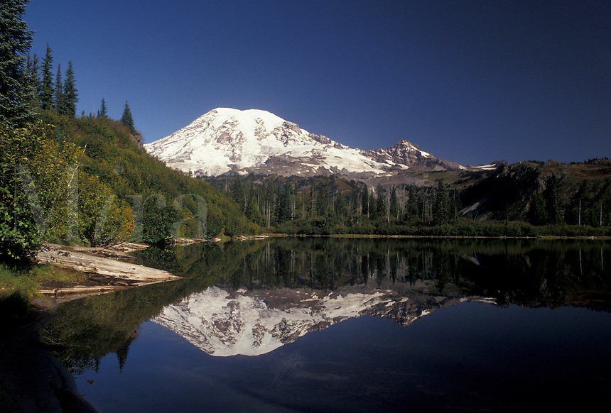 AJ3701, Mount Rainier, Mt. Rainier National Park, Cascades, Cascade Range, Washington, The snow covered Mt. Rainier reflects in the calm mountain lake in the Cascade Mountain Range in Mount Rainier Nat'l Park in the state of Washington.