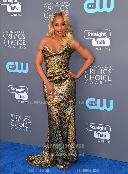 Mary J. Blige at the 23rd Annual Critics' Choice Awards at Barker Hangar, Santa Monica, USA 11 Jan. 2018<br /> Picture: Paul Smith/Featureflash/SilverHub 0208 004 5359 sales@silverhubmedia.com