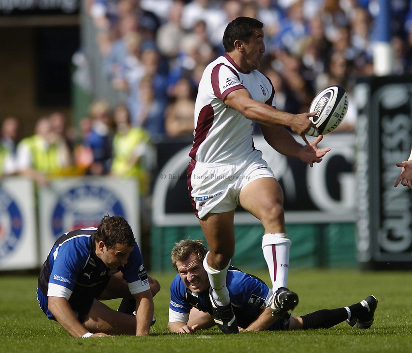 Photo: Jonathan Butler..Bath Rugby v Leicester Tigers. Guinness Premiership. 09/09/2006..Daryl Gibson of Leicester leaves Olly Barkley and Shaun Berne of Bath behind.