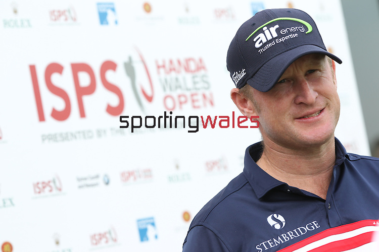 Ryder Cup rookie Jamie Donaldson (WAL) speaking to the press before the start of the ISPS Handa Wales Open.<br />