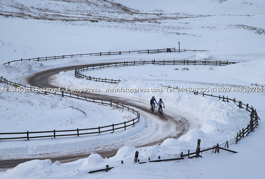 01/02/15<br /> <br /> After more overnight snow two cyclists make their way up towards Mam Tor from Edale in the Derbyshire Peak District.<br /> <br /> All Rights Reserved - F Stop Press.  www.fstoppress.com. Tel: +44 (0)1335 418629 +44(0)7765 242650