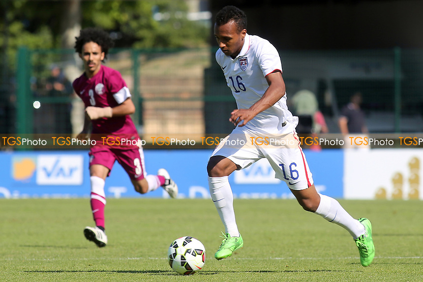 Julian Green of USA races upfield - Qatar Under-20 vs USA Under-20 - 2015 Toulon Tournament Football at Stade de Lattre-de-Tassigny, Aubagne, France - 02/06/15 - MANDATORY CREDIT: Paul Dennis/TGSPHOTO - Self billing applies where appropriate - contact@tgsphoto.co.uk - NO UNPAID USE