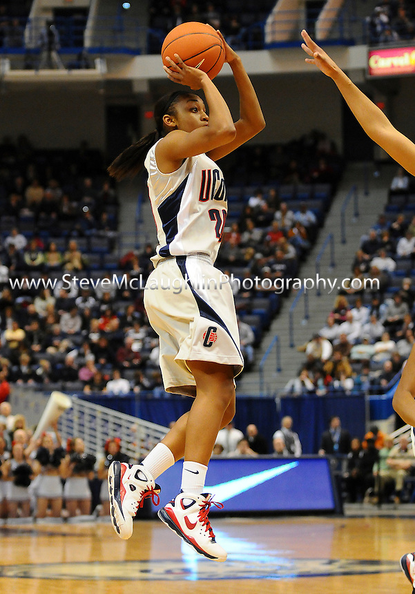 F:\DPF\Wednesday Sports\Hartford CT UCONN Women's Basketball vs. Rutgers #6 Feb 3  2009.jpg\Renee Montgomery shoots a jump shot in the first half.  UCONN won the Bit East contest 75-56 in Hartford Tuesday night.\Steve McLaughlin