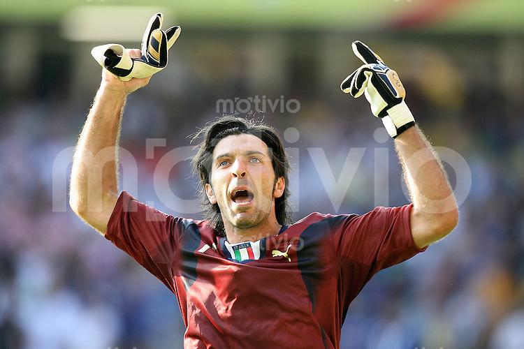 Fussball WM 2006   Achtelfinale   Italien 1-0 Australien JUBEL ITA,Torwart Gianluigi Buffon