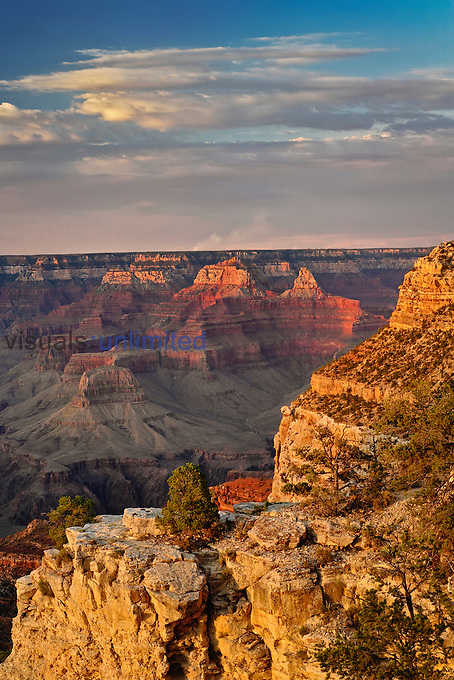 Grand Canyon from the south rim at sunset, Grand Canyon National Park, Arizona, USA.
