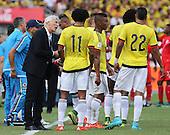 Jose Peckerman da indicaciones a sus jugadores en el partido contra Peru  en el Estadio Metropolitano Roberto Melendez de Barranquilla el  8 de octubre de 2015.<br /> <br /> Foto: Archivolatino<br /> <br /> COPYRIGHT: Archivolatino<br /> Prohibido su uso sin autorizaci&oacute;n.