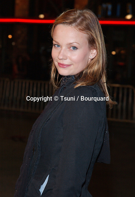 Samantha Mathis arriving at The premiere of The RING  at the Bruin Theatre in Los Angeles. October 9, 2002.           -            MathisSamantha86.jpg
