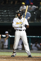 South Bend Silver Hawks outfielder Justin Williams (33) at bat during a game against the Dayton Dragons on August 20, 2014 at Four Winds Field in South Bend, Indiana.  Dayton defeated South Bend 5-3.  (Mike Janes/Four Seam Images)