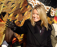 PHILADELPHIA - NOVEMBER 24:  Actor and talk show host Kelly Ripa waves to the crowd during Philadelphia's 86th Annual Thanksgiving Day Parade November 24, 2005 in Philadelphia, Pennsylvania. The Philadelphia parade is the oldest in the United States. (Photo by William Thomas Cain/Getty Images)