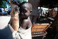 Rumbek / South Sudan.<br /> Tra i Dinka della regione del Bahr El Ghazal, pastori di religione cristiana. Nella foto un bambino di etnia Dinka assiste ad una Messa.<br /> Among the Dinka of Bahr El Ghazal region of the shepherds of the Christian religion. In the picture a child of the Dinka ethnic group attends a mass.<br /> Photo Livio Senigalliesi
