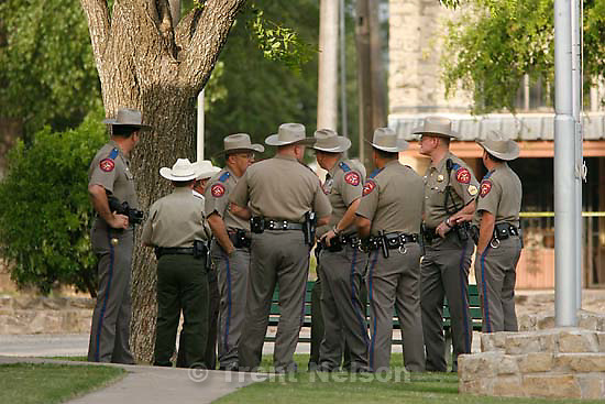Eldorado - at the Schleicher County Courthouse Wednesday, June 25, 2008, where a grand jury met to hear evidence of possible crimes involving FLDS church members from the YFZ ranch..; 6.25.2008. police