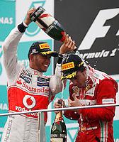 SEPANG, MALASIA, 25 DE MARCO 2012 - F1 - GP MALASIA  - O piloto espanhol Fernando Alonso (D) e Lewis Hamilton (e) da Ferrari, durante o GP da Malásia, no circuito de Kuala Lumpur, em Sepang, neste domingo, 26. (FOTO: HOCH ZWEI/  BRAZIL PHOTO PRESS).
