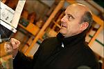Alain Juppé en campagne pour les municipales 2008 / Dans les rues de Bordeaux autour de la place de la Victoire / Maire de Bordeaux réélu le 14 mars 2008 / 33 Gironde / Rég. Aquitaine / Alain Juppé Mayor of Bordeaux / Aquitaine / France