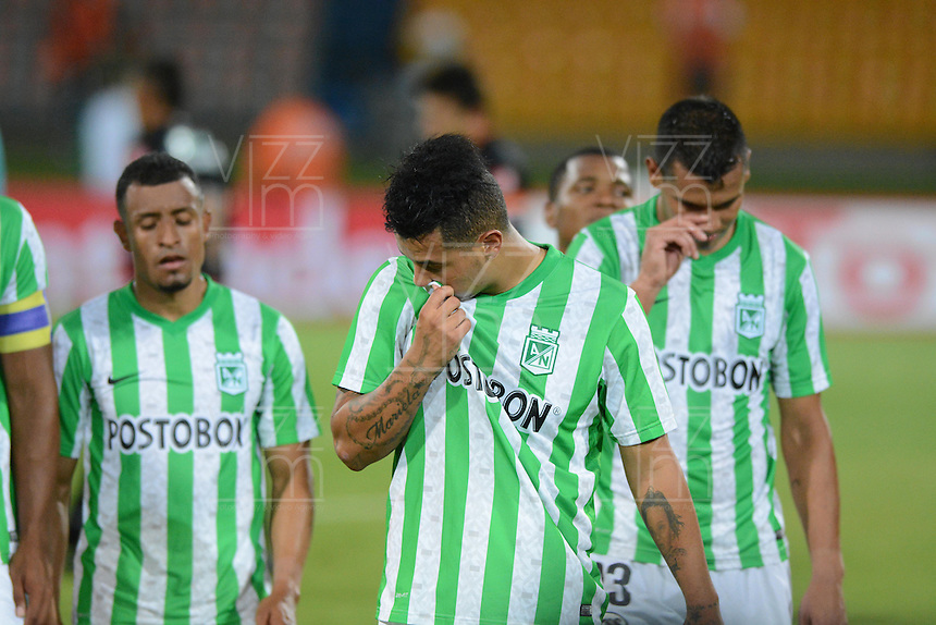 MEDELLIN- COLOMBIA - 10-09-2014: Los Jugadores de Atletico Nacional de Colombia se retiran de la cancha luego de perder con General Diaz de Paraguay durante partido de ida de la segunda fase, llave16, de la Copa Total Suramericana entre Atletico Nacional de Colombia y General Diaz de Paraguay en el estadio Atanasio Girardot de la ciudad de Medellin.  / The players of Atletico Nacional of Colombia, leave out the field after losing with General Diaz of Paraguay during a match for the first leg of the second phase, key16, between Atletico Nacional de Colombia y General Diaz de Paraguay of the Copa Total Suramericana in the Atanasio Girardot  stadium, in Medellin city. Photo: VizzorImage / Luis Rios / Str.